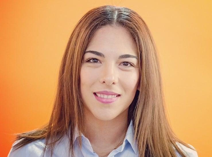 Headshot Karla-3